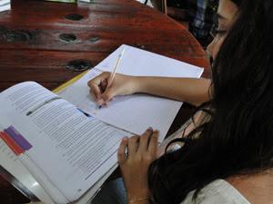 Lorena diz que gosta de estudar, mas 'nem muito, nem pouco' (Foto: Raquel Freitas/ G1)