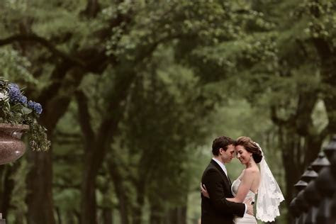 3 Wedding Posing Tips From Top Photographers