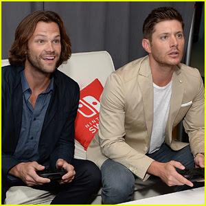 Jared Padalecki & Jensen Ackles Play Video Games at Comic-Con!