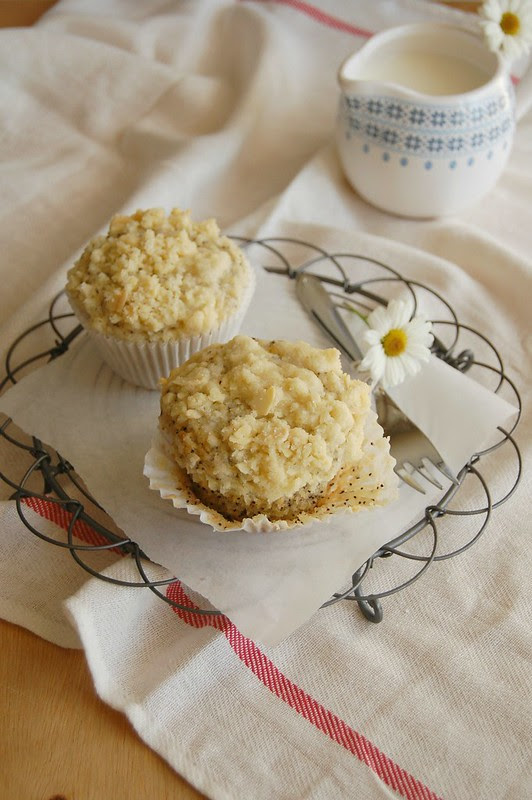 Banana poppy seed muffins with almond streusel topping