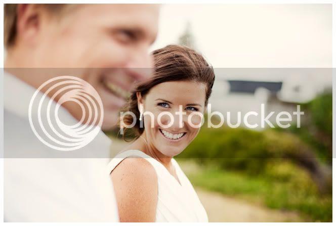 http://i892.photobucket.com/albums/ac125/lovemademedoit/NH_YellowWedding_041.jpg?t=1293521945