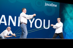 """T-Shirts Throwing, General Session """"Java: Change (Y)Our World"""" on June 2, JavaOne 2009 San Francisco"""
