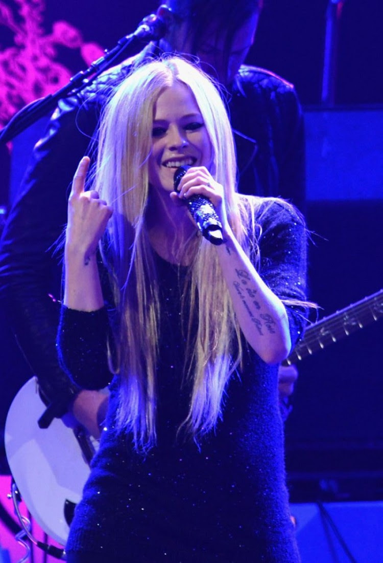 Avril-Lavigne-at-103.5-Kiss-Fm-Jingle-Ball-in-Chicago-Photo-Pictures-7