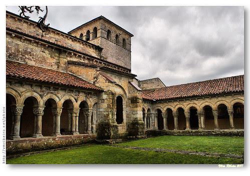 Claustro românico da Colegiada de Santa Juliana #2 by VRfoto