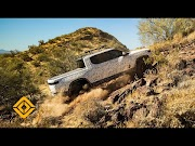 Video: Rivian's R1T electric pickup shreds, climbs through Arizona desert in display of truck's off-road capabilities oleh - bekominisumitomo.xyz