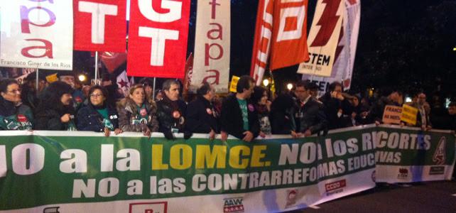 Cabecera de la manifestación contra la Lomce y los recortes en Educación que ha tenido lugar esta tarde en Madrid.-
