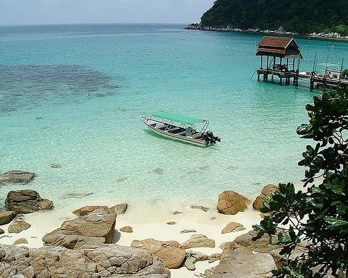http://www.malaxi.com/pahang/tioman_island/images/pulau_tioman.jpg