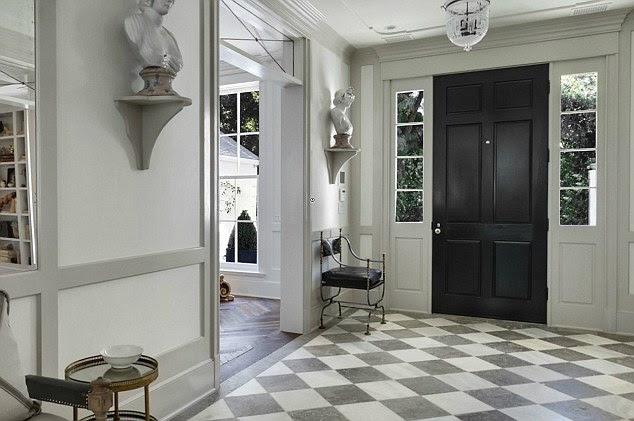 Cosy giriş: gri ve beyaz girişinde görkemli ama rahat hisseder