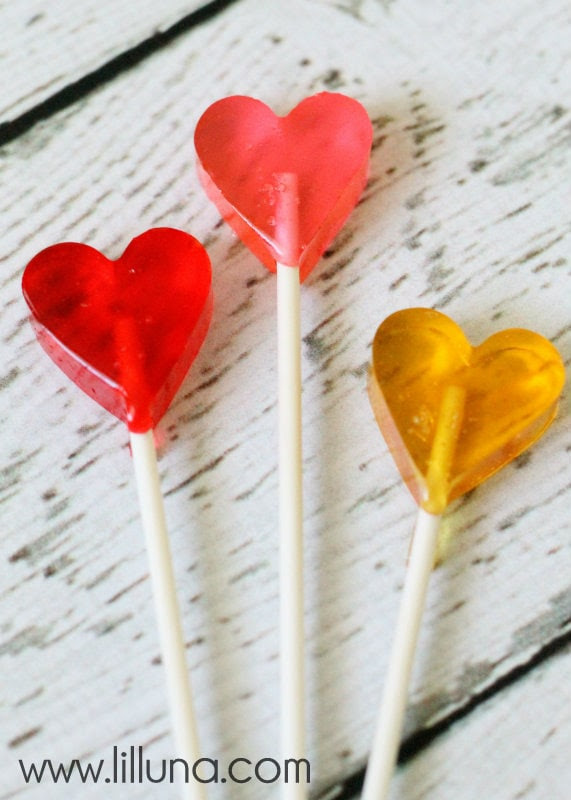 Adorable Homemade Valentines Suckers. { lilluna.com }