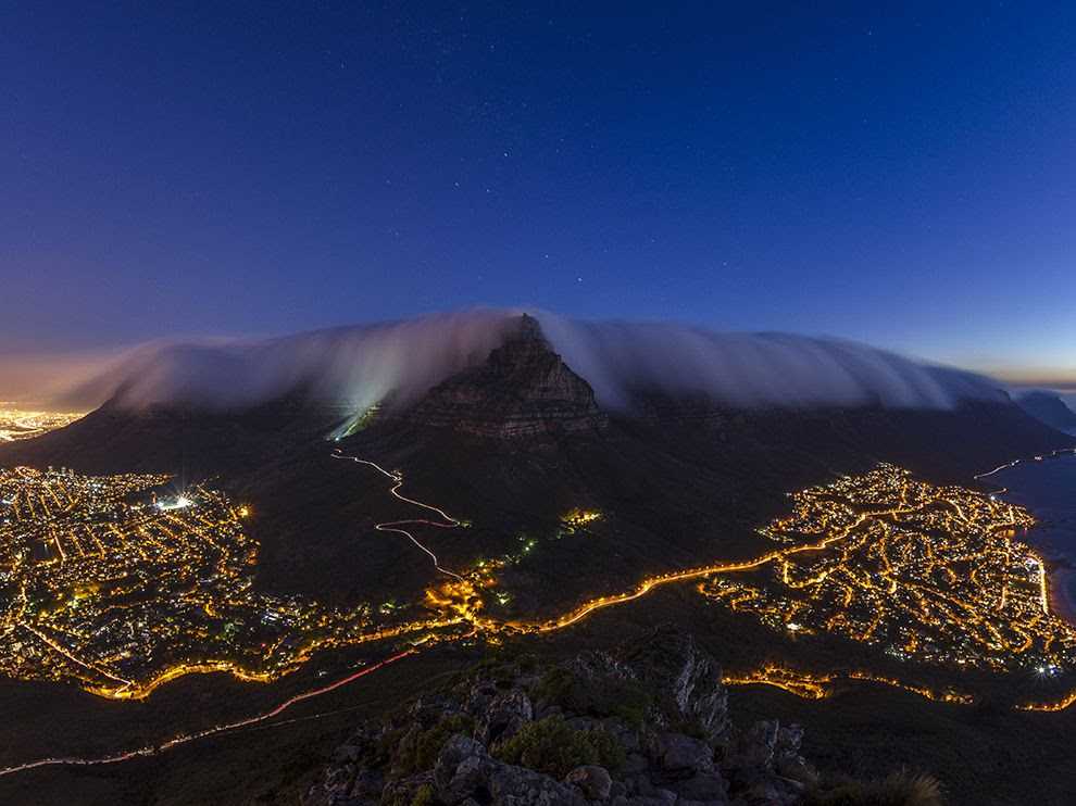 "Night Table Mountain, ""blanket"" of clouds and KeyptaunNoch, Table Mountain, ""blanket"" of clouds and Cape Town"