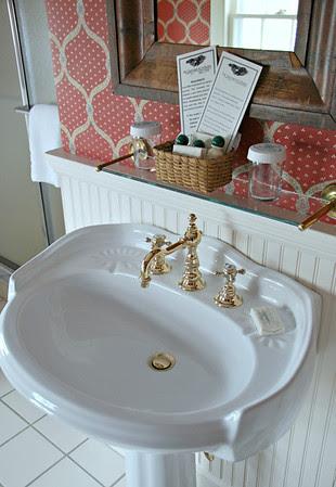 Pedestal sink in Suite #38
