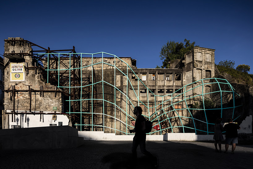 FAHR 021.3 intervenes porto's ruin with metal mesh installation