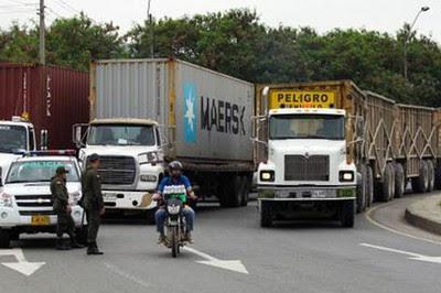 Los camioneros iniciaron desde la madrugada un cese de actividades. Foto: Archivo.