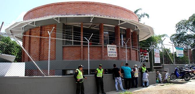 Educación construye biblioteca, auditorio y aulas en la comuna 18