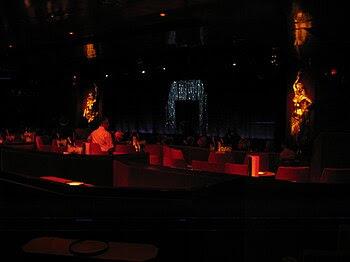 Français : Cabaret du Crazy Horse Saloon, Pari...