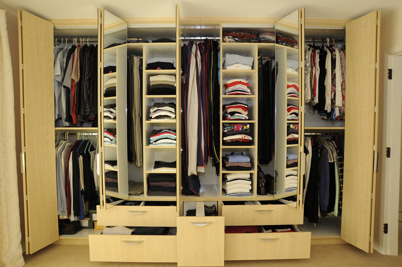 Furniture: Traditional Wardrobe Designs With Wooden Material For ...