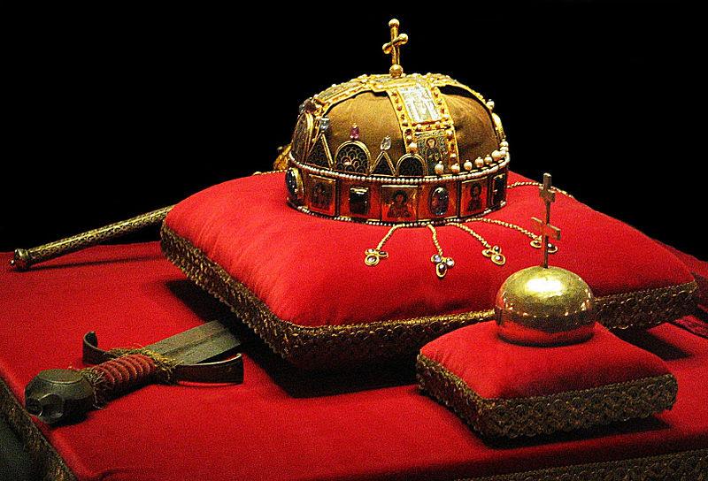 File:Crown, Sword and Globus Cruciger of Hungary2.jpg