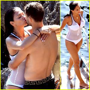 Nicole Scherzinger & Boyfriend Grigor Dimitrov Flaunt PDA in Super Hot Beach Photos!