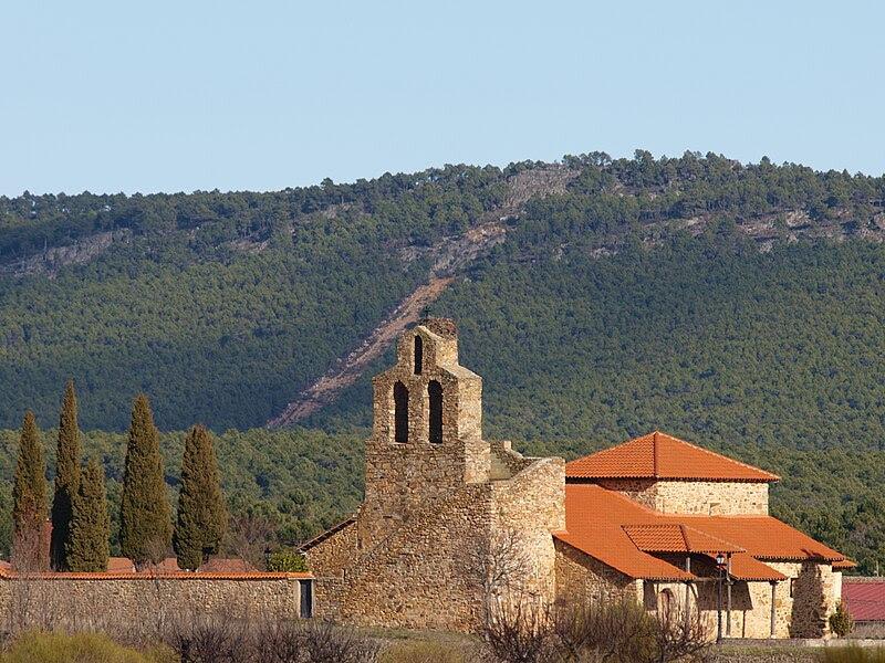 Archivo:Ermita de San Lorenzo, Nogarejas (León, España).jpg