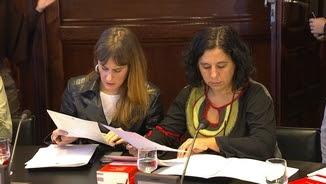 Susanna Segovia -a la dreta- amb la presidenta del grup parlamentari dels comuns, Jéssica Albiach