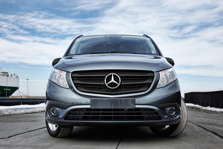 2016 Mercedes-Benz Metris Commercial Van First Look ...