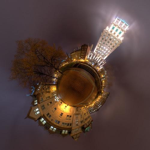 Priceonoide - Price Building and Quebec City Hall Planetoid