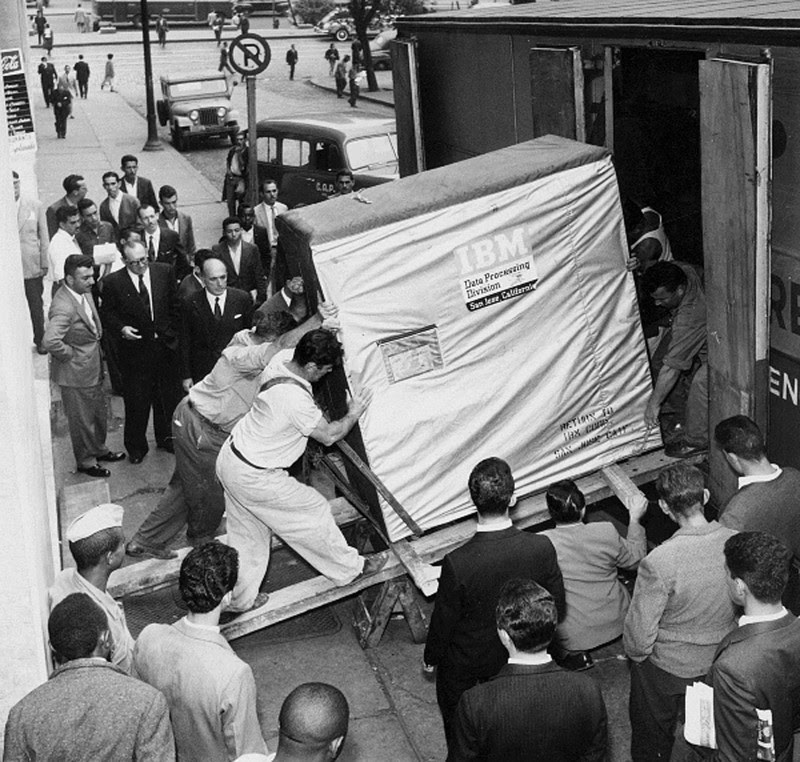 7. Delivery 5 megabyte drive from IBM, 1956.  unusual, amazing photos,