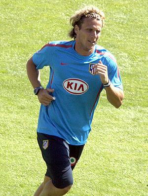 Diego Forlan no treino do Atlético de Madrid (Foto: EFE)
