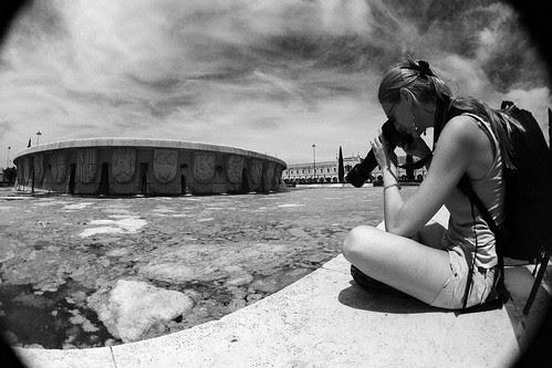 Montse fotografiando B&W