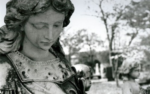 estatua de angel de la guarda