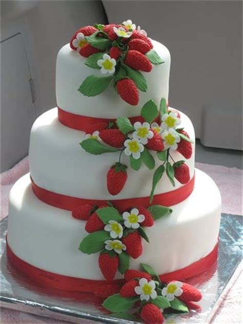 1000  ideas about Strawberry Wedding Cakes on Pinterest