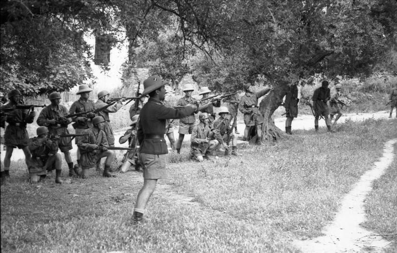 File:Bundesarchiv Bild 101I-166-0525-29,  Kreta, Kondomari,  Erschießung von Zivilisten.jpg