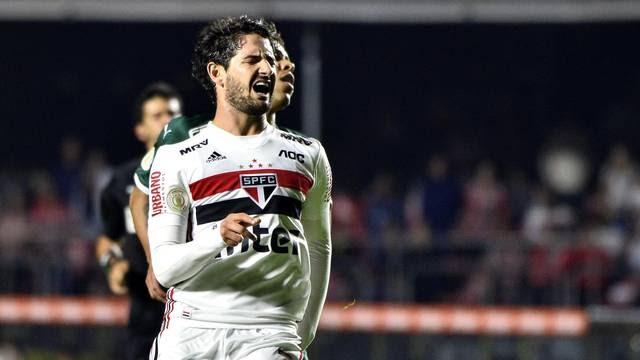 São Paulo sai na frente, mas cede o empate.