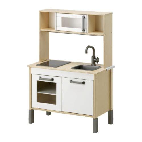 DUKTIG Minikøkken IKEA Opmuntrer til rollespil. Børn udvikler sociale færdigheder ved at lege voksne og opfinde deres egne roller.