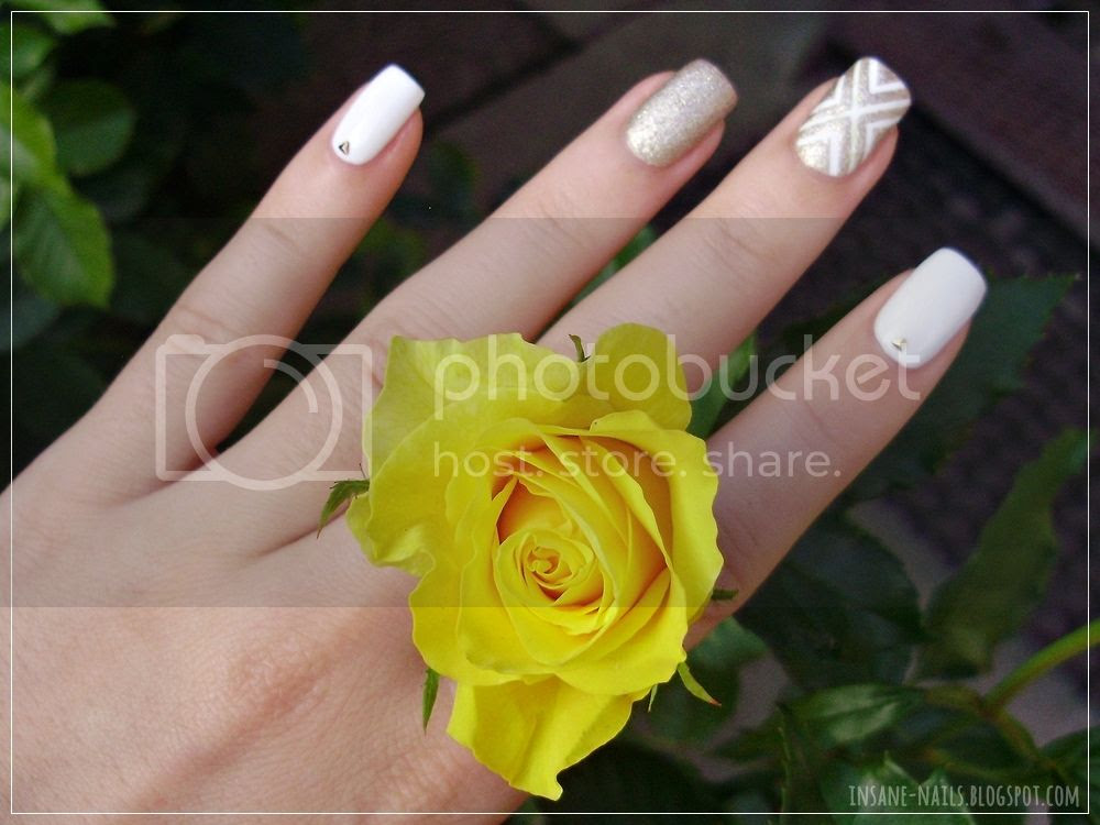 photo white_and_gold_nails_4_zpsl4oi0rpx.jpg
