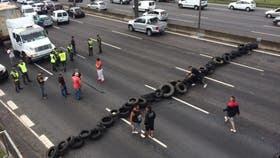 Caos de tránsito por los cortes en favor de Milagro Sala