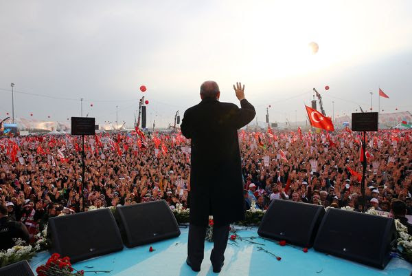 104399797 Erdogan referendum .1910x1000