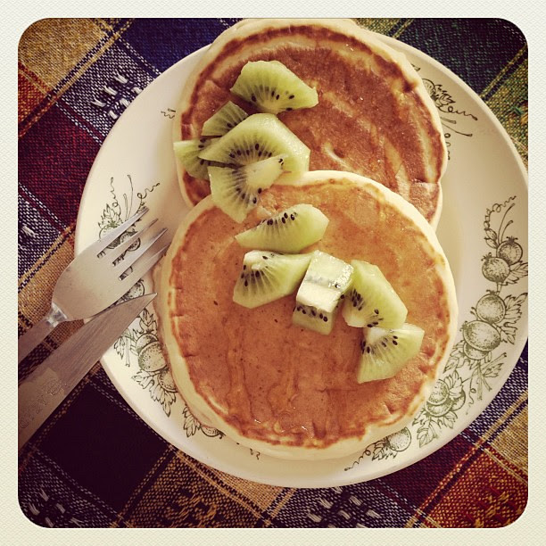 vanilla bean yogurt pancake w/kiwi fruit ! #vanilla #yogurt #pancake #breakfast #likeit #food #foodpic #foodporn