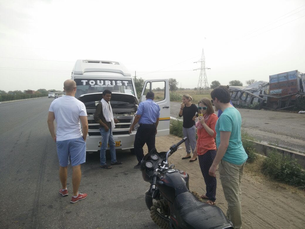 Tourist Van Breakdown in India photo 2015-05-16 17.29.22_zpszk8n20km.jpg