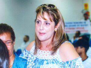Ex-primeira dama surpreende ao comparecer na Câmara de Vereadores
