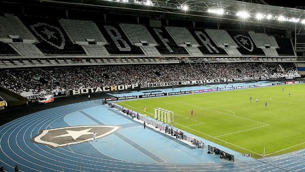 Setor Leste do estádio foi o que mais encheu e quase lotou (Foto: Satiro Sodré/SSPress/Botafogo)