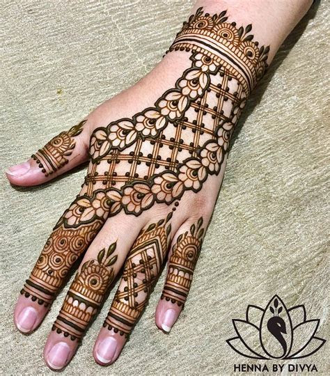 40  Simple Bridal Mehendi Designs: For The Bride's Hands