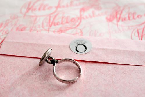 Knopf-Ring von hello fashion mit gestempeltem Papiersack