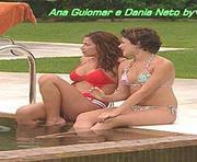Ana Guiomar e Dania Neto sensuais em biquini na novela Tempo Viver