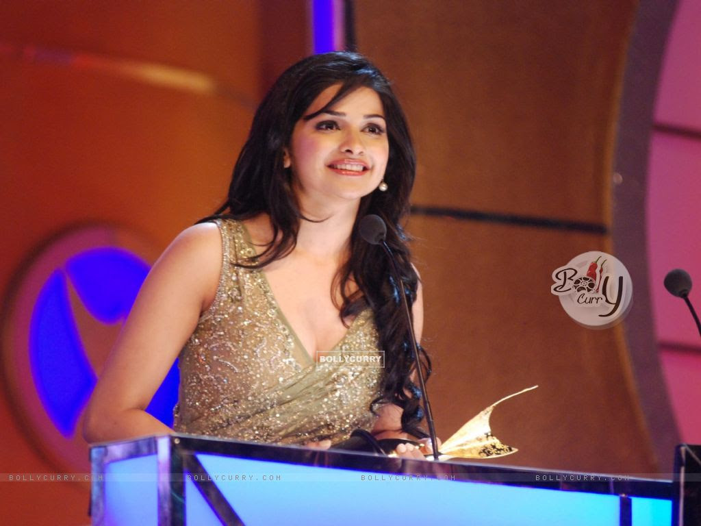 Prachi Desai wins best supporting actor award at the 6th Apsara Awards (116055) size:1024x768