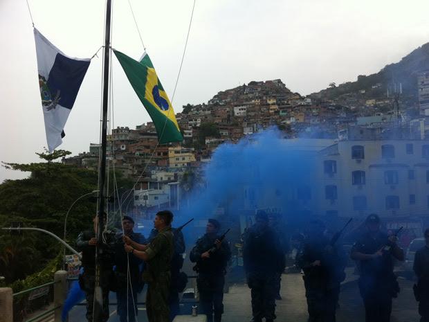 Bandeiras são hasteadas na favela do Vidigal (Foto: Thamine Leta)