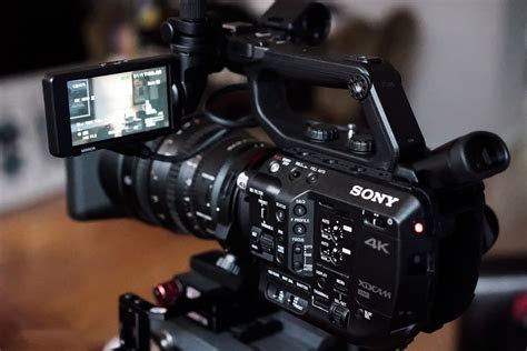 7 Best Video Cameras for Filmmakers [Digital Camera Buying
