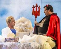 """No Divertics da Globo, """"Deus"""" tira férias para encontrar o papa no carnaval e é substituído pelo diabo; Assista"""