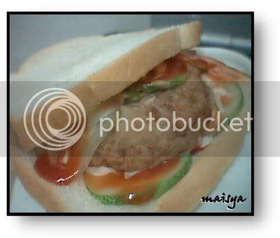 Burger Ni Agak Lembik Sikit So Kena Extra Careful Masa Goreng Dlm Kuali Tu Especially Nak Terbalikkan Dia Buat Baru Maisya Masak