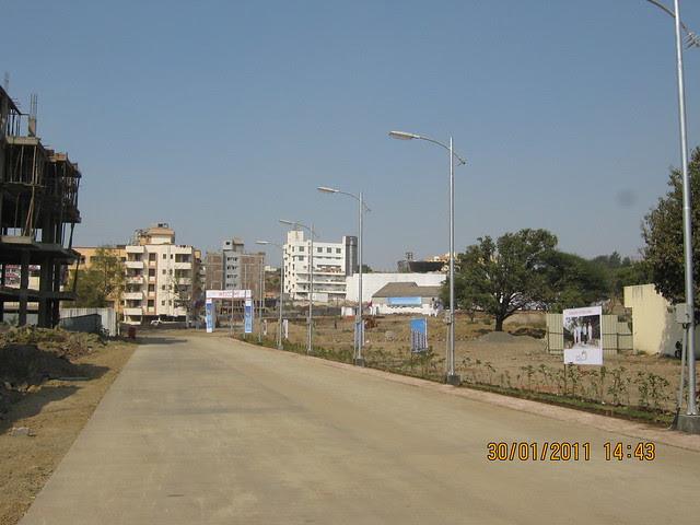 Visit to Pristine Pacific - 1 BHK & 2 BHK Flats in Datta-Nagar, Ambegaon Budruk - Katraj, Pune 411 046 - cement road to the site